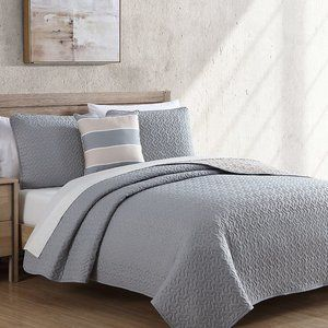 New 4 Piece Grey & Taupe Reversible Polyester Quilt Set Accent Pillow Included